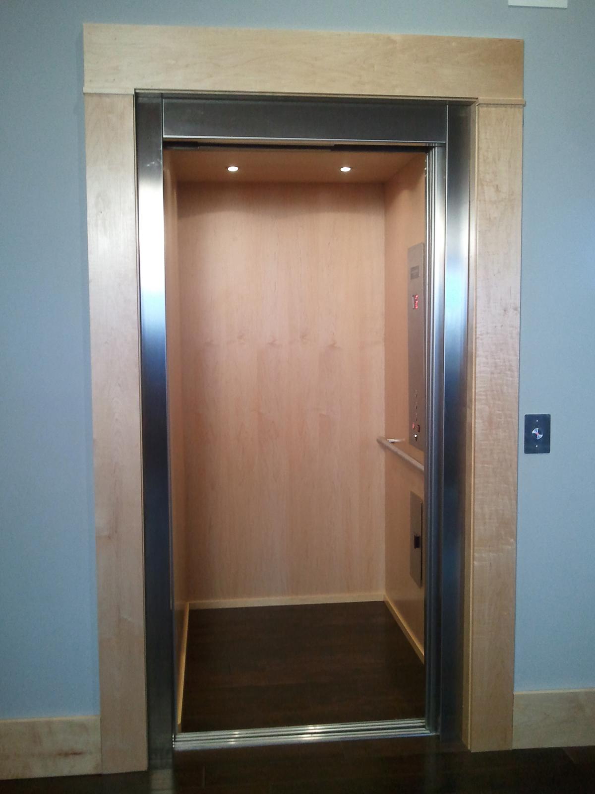 Automatic Sliding Door Elevator