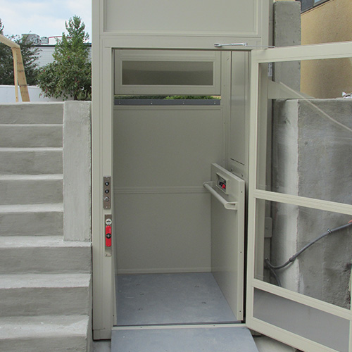 ... Commercial And Residential Outdoor And Indoor Vertical Platform Wheelchair  Lift With Enclosure ...